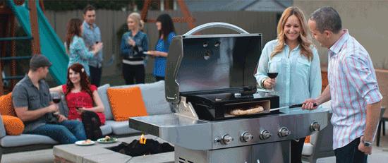 Lekker pizza bakken in uw eigen oven op de barbecue